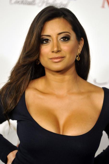 Noureen DeWulf wiki